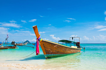 Fototapete - Long tailed boat at Phi-phi island in Thailand