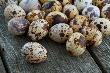 Quail eggs on a wooden background.