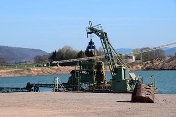 Kiesförderung an der Weser