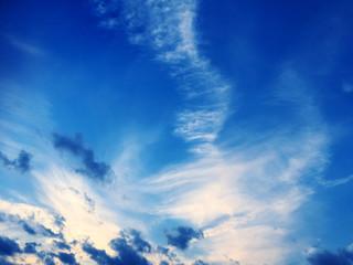 スリリングな雲と空