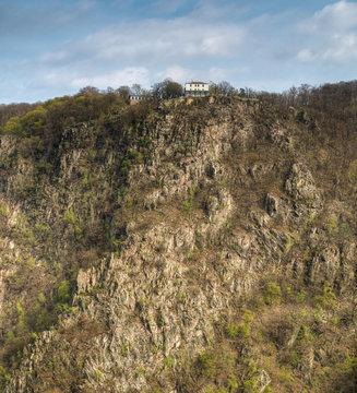 Sicht auf den Hexentanzplatz von der Roßtrappe aus