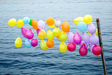 Baloons, colorful, orange, yellow, red, scarlet, blue, sea, on a row