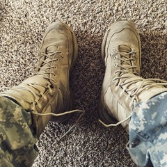 Lacing Army boots