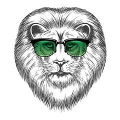 Foto op Canvas Hand getrokken schets van dieren Hand drawn lion in sunglasses isolated on white background. Hipster lion print design vector illustration