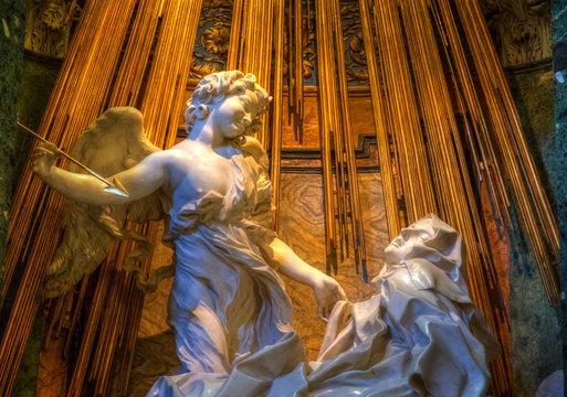 Giovanni Lorenzo Berninis Verzückung der heiligen Theresa in der Santa Maria della Vittoria, Rom, Italien.  Ecstasy of Saint Teresa