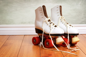 women white quad roller skates with red wheels