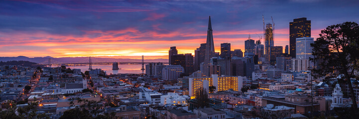 Fototapete - San Francisco at Dawn