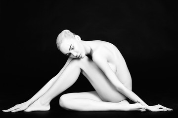 beautiful nude blonde woman