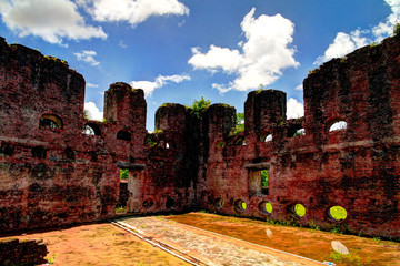 Photo sur Aluminium Fortification Ruins of Zeeland fort on the island in Essequibo delta, Guyana