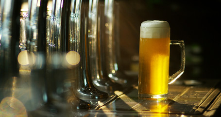 The hand of a master brewer plug a light beer foam and perfectly natural. Craft beer and traditional Irish pubs.