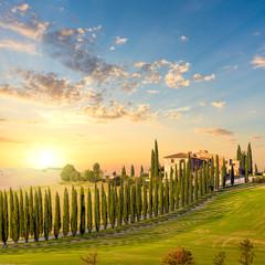 Photo sur Aluminium Bleu jean Tuscany at sundown - countryside road with trees and house