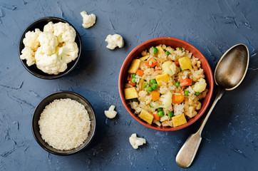 Cauliflower green peas rice