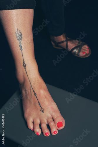 Tatouage Femme Cheville Fleche Pief Stock Photo And Royalty Free