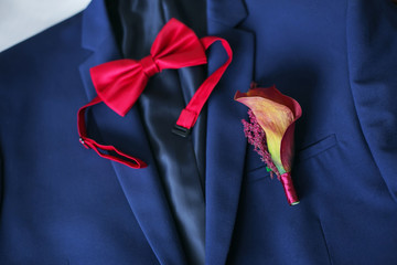 groom suit, tie and boutonniere