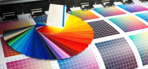Farbfächer auf Digitaldrucker / Panorama