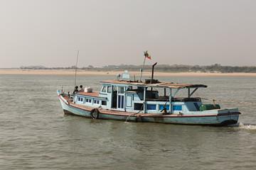 Barco de pesca en Myanmar, Asia.