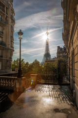 Fotomurales - Romantic street view with Eiffel Tower in Paris, France