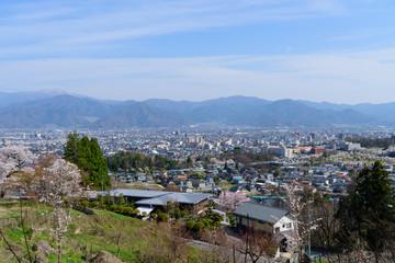 長野 桜と町並み 善光寺雲上殿からの眺め