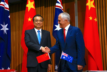 Australia's Prime Minister Malcolm Turnbull shakes hands with Chinese Premier Li Keqiang before the start of an official signing ceremony at Parliament House in Canberra