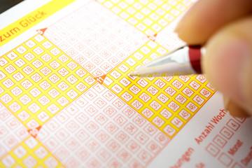 Lotto spielen / Lottoschein ausfüllen
