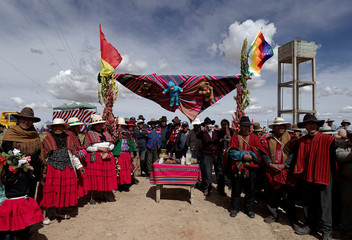 Farmers of Canaviri and Umala attend a ceremony to promote sweet quinoa in the Canaviri district
