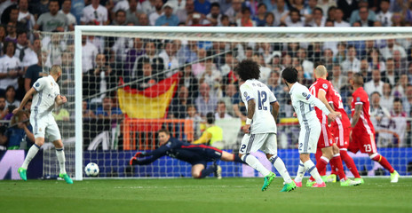 Real Madrid's Isco shoots wide