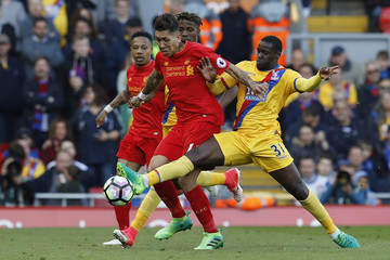 Liverpool's Roberto Firmino in action with Crystal Palace's Jeffrey Schlupp