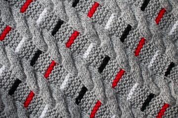 текстура вязаной ткани с полосатым рисунка в серых тонах