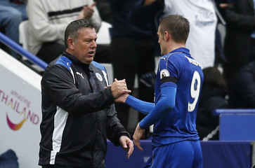 Leicester City manager Craig Shakespeare shakes hands with Jamie Vardy as he is substituted