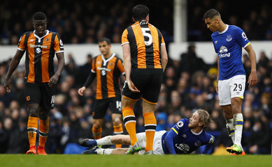 Everton's Tom Davies on the floor as Hull City's Harry Maguire, Hull City's Alfred N'Diaye and Everton's Dominic Calvert-Lewin look on