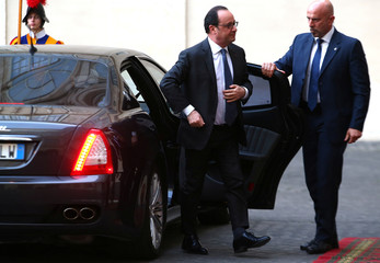 French President Hollande arrives for a meeting with Pope Francis at the Vatican