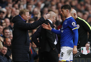 Everton's Ross Barkley shakes hands with manager Ronald Koeman as he walks off to be substituted