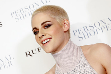 """Actress Kristen Stewart poses as she arrives for the premiere of her new film """"Personal Shopper"""" in New York"""