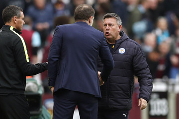 West Ham United manager Slaven Bilic gestures shakes hands with Leicester City manager Craig Shakespeare at the end of the match