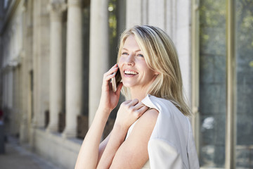 Beauty gets good news on Smartphone, smiling