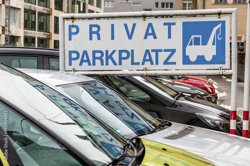 schild privatparkplatz abschleppdienst stockfotos und lizenzfreie bilder auf. Black Bedroom Furniture Sets. Home Design Ideas