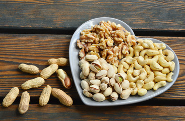 4 different types of nuts.