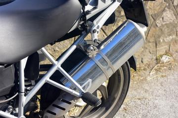 Tubo di scappamento di una moto di grossa cilindrata
