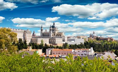 Almudena Kathedrale und Königlicher Palast in Madrid, Spanien
