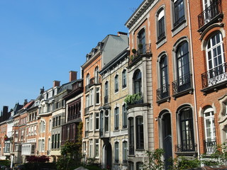 Brüssel: Schöne Altbaufassaden in der Sonne