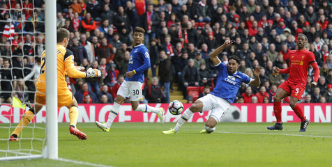 Everton's Ashley Williams misses a chance to score