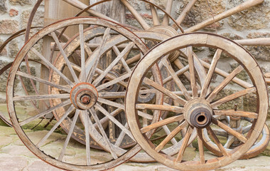 vieilles  roues en bois