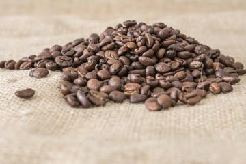 Kaffeebohnen mit Unschärfe