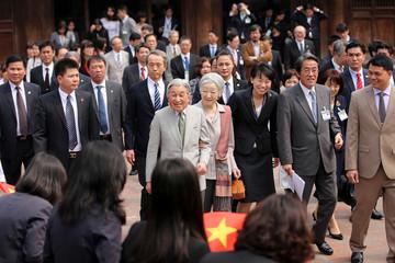 Japanese Emperor Akihito visits Vietnam