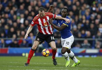 Everton's Romelu Lukaku in action with Sunderland's John O'Shea
