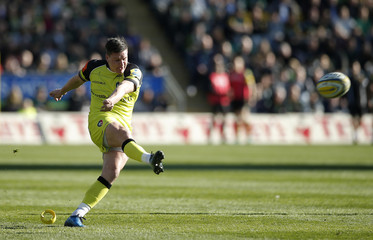 Leicester Tigers Freddie Burns scores a penalty