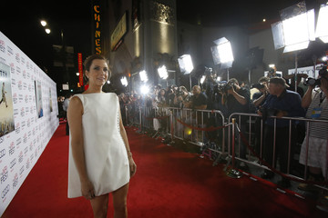 """Wiig poses at the premiere of """"The Secret Life of Walter Mitty"""" during AFI Fest in Hollywood"""