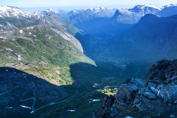 Tour durch Norwegen mit dem Wohnmobil - Blick über den Geirangerfjord von Dalsnibba