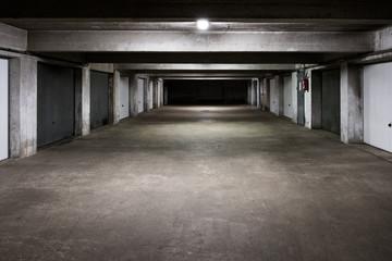 garage sous sol parking sombre béton batiment dock