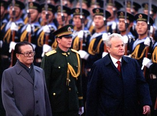 China's President Jiang Zemin (L) escorts his Yugoslavia's counterpart Slobodan Milosovic (R) in the..